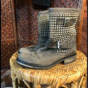 Steve Madden charcoal grey spiked boots